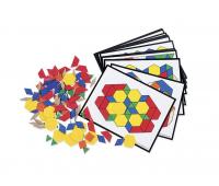 [Geometrické tvary z plastu s kartami úkolů]